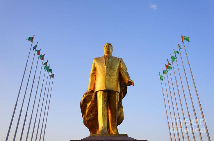 Carros pretos são agora proibidos no Turcomenistão