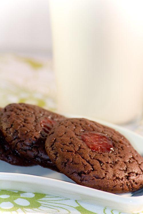 Deze koekjes zijn leuk om te maken en hebben een korte bereidingstijd. Probeer ook eens de variatietip voor amandel-kersenkoekjes!