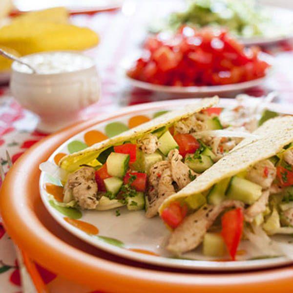 Pittig gevulde taco's met kip en oregano. Hoofdgerecht, 4 personen