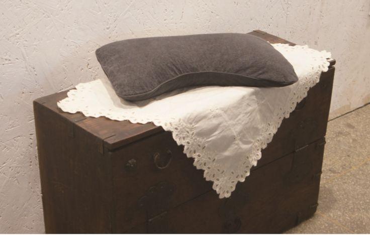 편백 3D 굿잠베개 Optimum angle pedestal that supports most com fortable sleep when the shoulder made from the function of pillow. A good night's sleep structure Three-Dimensional 3-D images inside, and keep the shape for C-NECK, fabric of the Shock absor ber and buffer, and various effects from harmful germ. 수면시 어깨를 가장 편안하게 받쳐주는 최적의 각도로 만들 어진 기능성 베개로, 숙면을 위한 C형 모양을 유지해주며,  들어간 3차원 입체구조의 신소재 패브릭은 충격흡수 유해세균 번식 방지까지 다양한 효능을 가지고 내부에 및 완충작용, 있습니다.
