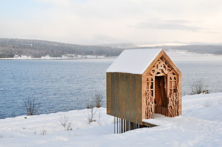 Built by Studio Weave in Northumberland, United Kingdom with date 2009. Images by Studio Weave. Freya and Robin are manifestations of a love story embedded in the stunning landscape of Kielder Water and Forest Par...