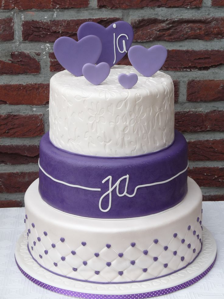 a very beautiful wedding cake