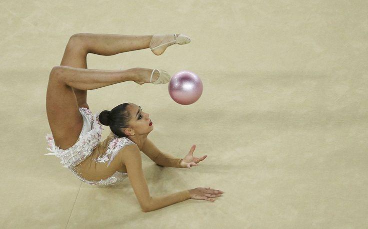 Margarita Mamun se apresenta na Arena Olímpica na final do individual geral da…