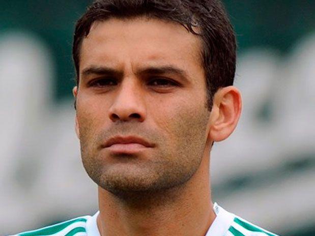 Rafa Marquez  #4 del equipo MEXICO que HOY juega contra Holanda... SUERTE RAFA! http://www.1502983.talkfusion.com/es/products/