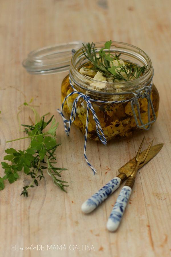 queso en aceite con hierbas