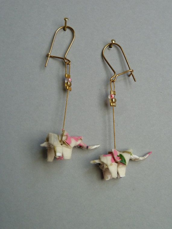 Boucles d'oreilles origami Elephant rose et par ClairesOrigami, Looks like they would be easy to make