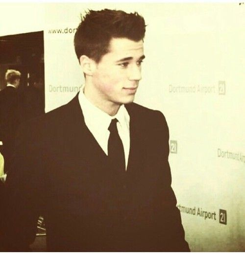 OMG How CAN YOU BE SO HOT! Erik Durm <3 <3 <3
