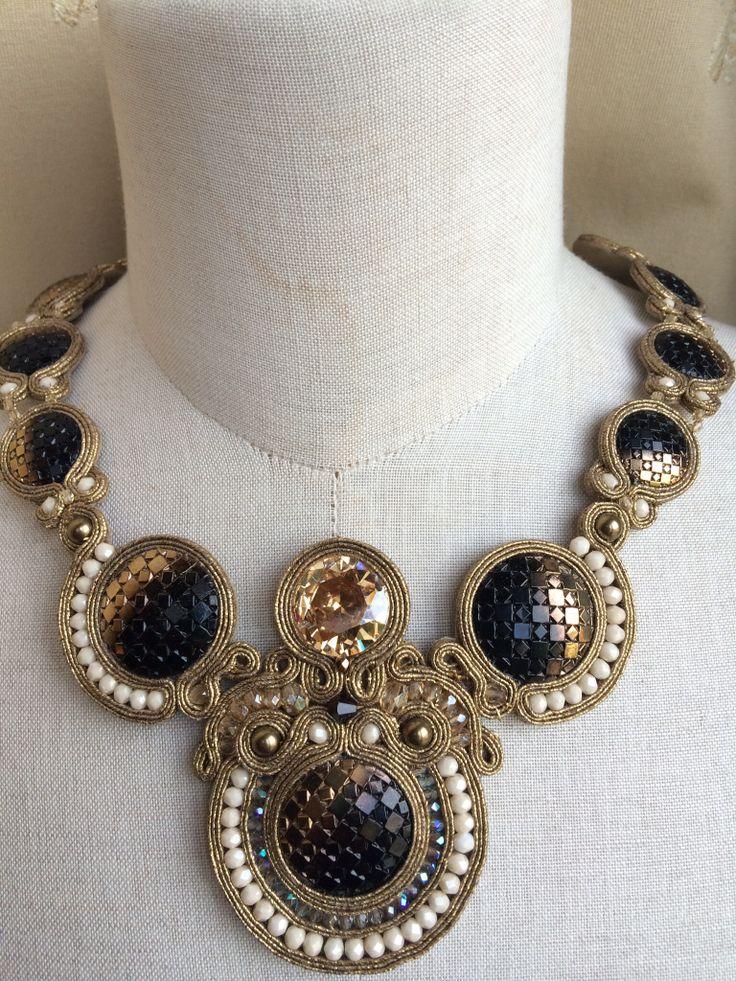 Il mio primo importante esperimento soutache: bottoni gioiello e perle swarowski
