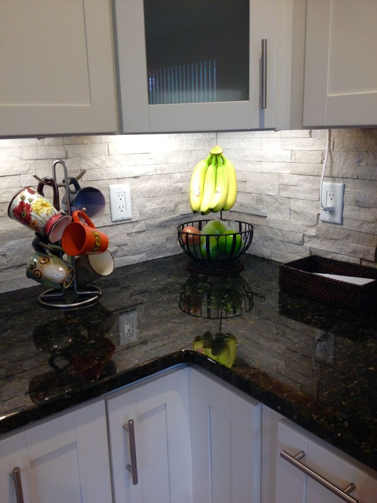 Ledger stone backsplash