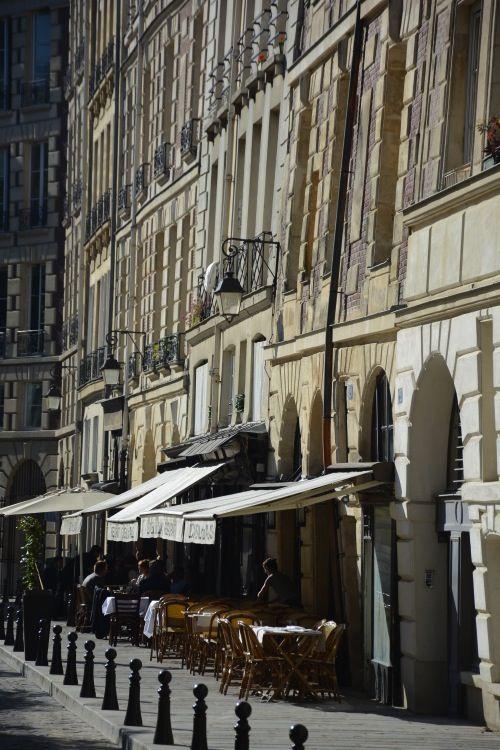 Place Dauphine, Paris by ©Vincent Brun Hannay @}-,-;--