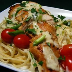 """Creamy Chicken on Linguine   """"Definitely restaurant-quality!"""" –MissJenAffleck. If you need a new go-to family-friendly way to make chicken, this is it. Repin and enjoy!Linguine Recipe, Easy Recipe, Chicken Recipe, Maine Dishes, Chicken Dishes, Pasta Dishes, Chicken Maine, Food Drinks, Creamy Chicken"""