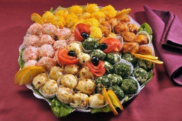 Рецепты: Сырные шарики «Рафаэлло».Ингредиенты:Сыр (твердых сортов) — 200 граммПлавленный сырок -2 штукиЯйца ...