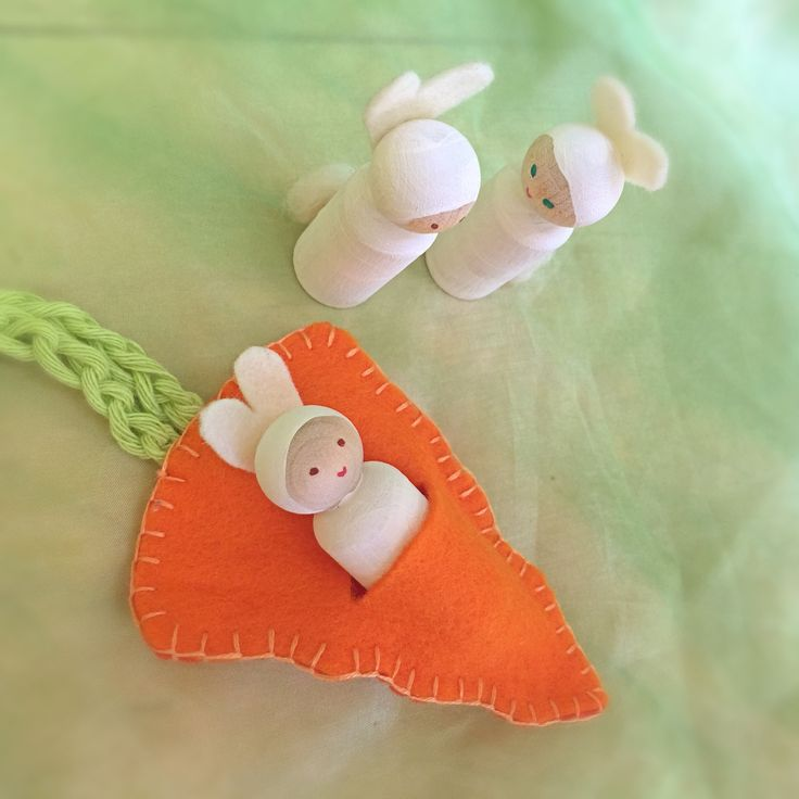 bunny in carrot pouch - Spring craft - peg dolls