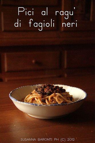 pici al ragu' di fagioli neri: Italian Recipes, Bean, Fagioli Neri, Here Is The, Servito Italian Style, Lunch, The Pasta