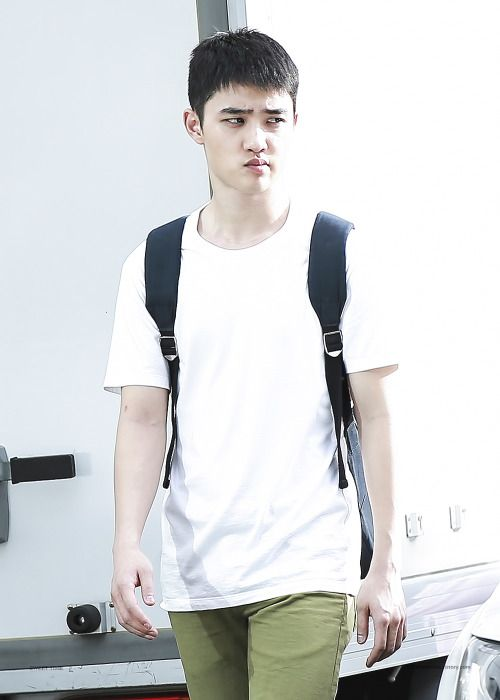 D.O - 160828 After SBS Inkigayo Credit: 시우됴. (SBS 인기가요 퇴근길)