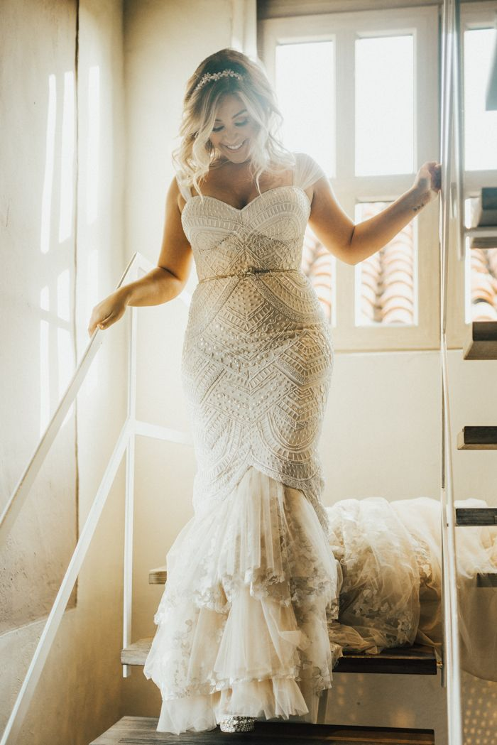Glam Inbal Dror wedding dress from this Colombian destination wedding | Image by Donna Irene Muccio