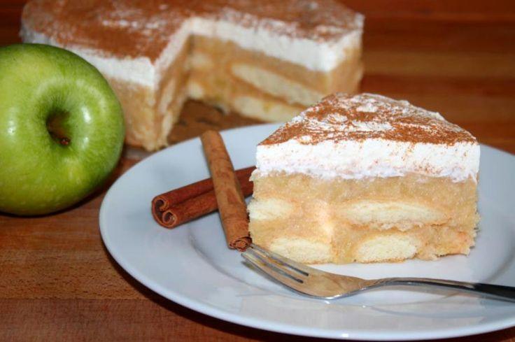 Das Rezept von der kleinen Apfeltorte wird ganz ohne Backen zubereitet. Schön gekühlt, schmeckt sie erfrischend leicht.