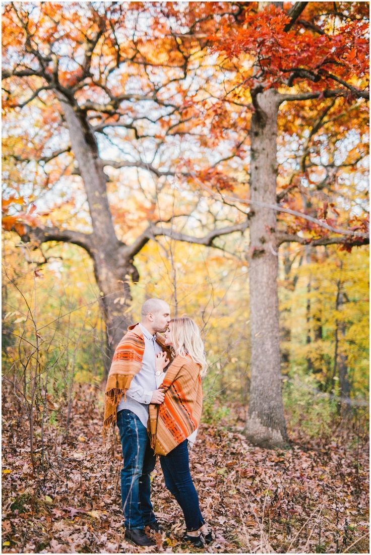 high park engagement session, engagement session outfit ideals, fall engagement outfits, toronto engagement session