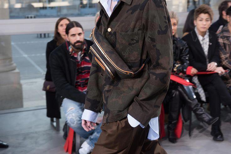 2017年1月19日、ルイ・ヴィトンの最新コレクションのランウェイで公開となったのは、なんとSupremeとのコラボレーション。Supremeのブランドロゴがレザーのバッグや小物、デニム、シャツ、さらにはスカーフやマフラーにまで大々的にフィーチャーされている。