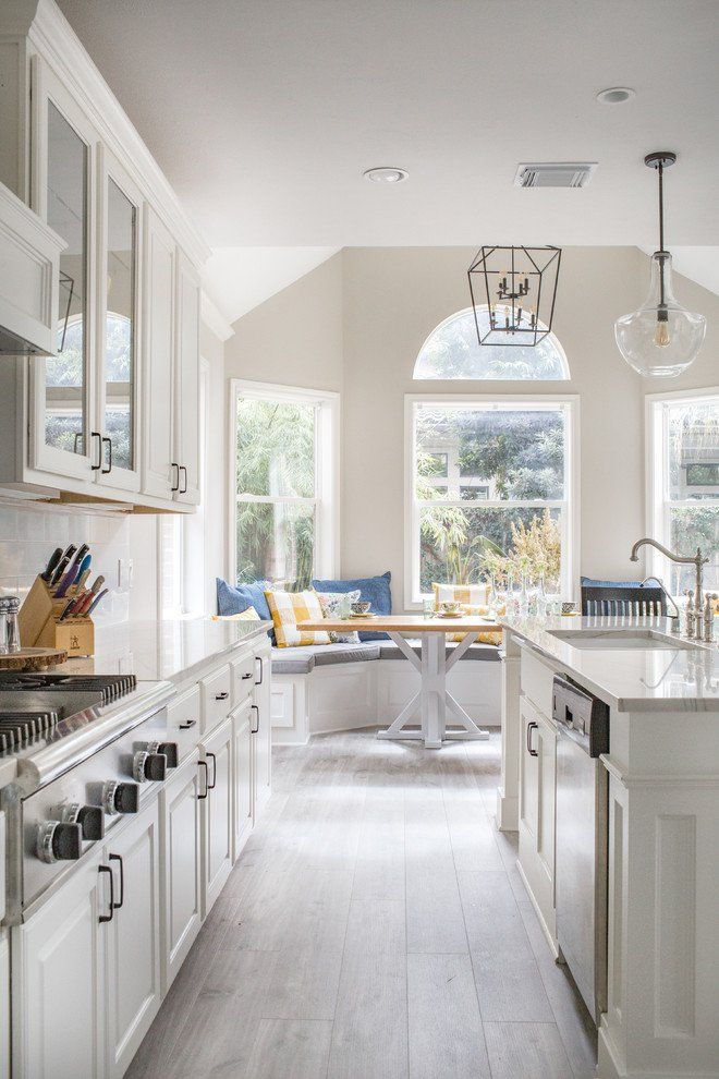 15 Beautiful Traditional Kitchen Designs With A Timeless Look Design Interior Galley