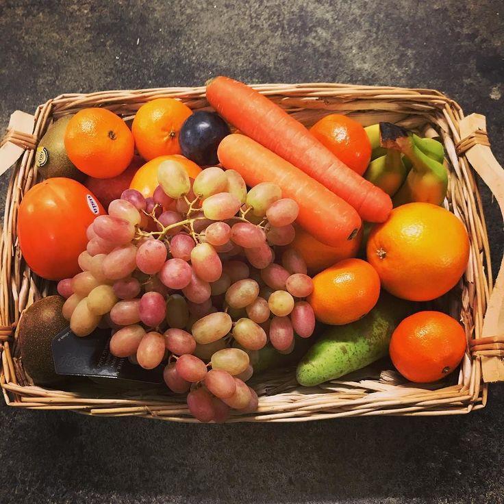 Unser Obstkorb der Woche mit #Gala Äpfeln #Conference #Birne Premium #Bananen Gold #Kiwi #Persimon #Nashibirne #Orange und #Clementine. . . . #obstkorb #büro #lieferservice #hamburg