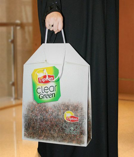 Lipton Shopping Bag was designed to look like something you just pulled out of your mug. Talk about eye catching and unique! #RetailPackaging #Tea