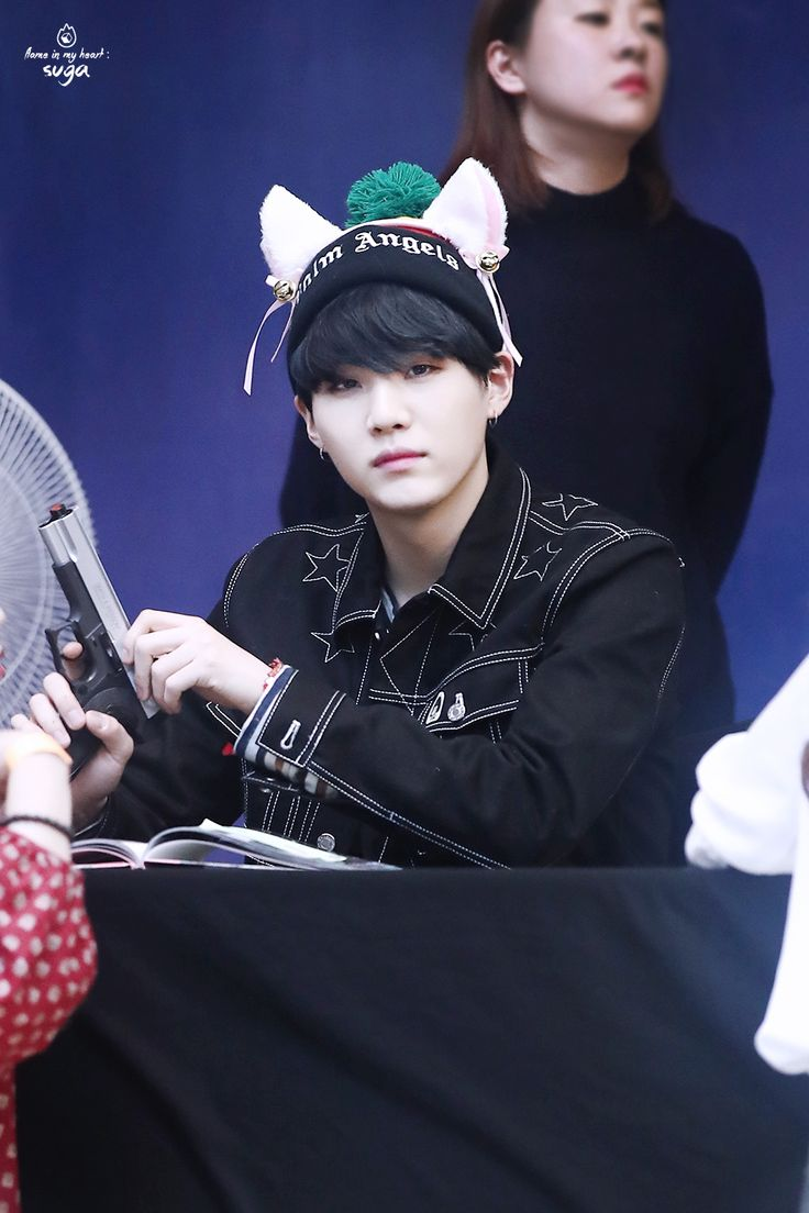 """170224 myeongdong fansign by flame suga。 thank you! ◇ please do not edit, and take out with credit。 """