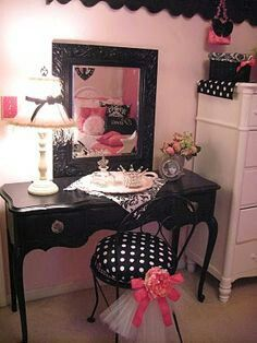 Love the tulle added to the vanity seat. Great cheap way to glam up an ordinary seat.