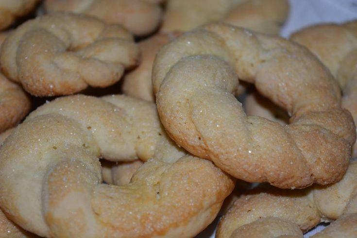 Oggi 25 gennaio 2016 il Calendario del Cibo Italiano, con Antonella Erbelin che fa da Ambasciatrice, festeggia i Taralli, delizia a forma di anello, dolce...