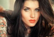 The imported exotic beauty, Scarlett Wilson, orange lipstick
