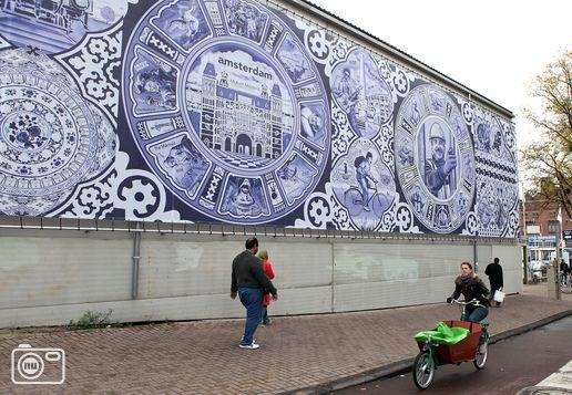 Delfts Blauw aan het Damrak op geluidshal Noord/Zuidlijn Amsterdam