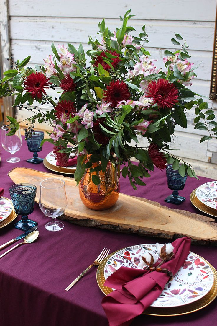 What I love most about entertaining, though, is not the table itself, but what it represents. Entertaining at its' core is about gathering. It's purposeful fellowship with friends and family. And no other holiday exemplifies that better than Thanksgiving