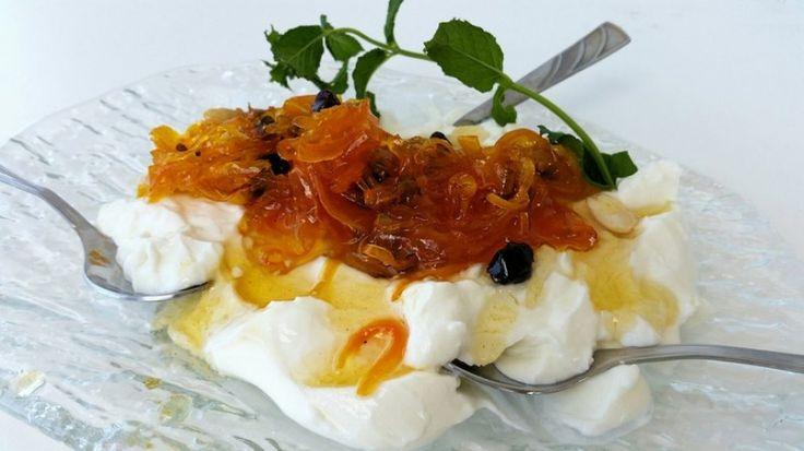 Carrot dessert with yoghurt