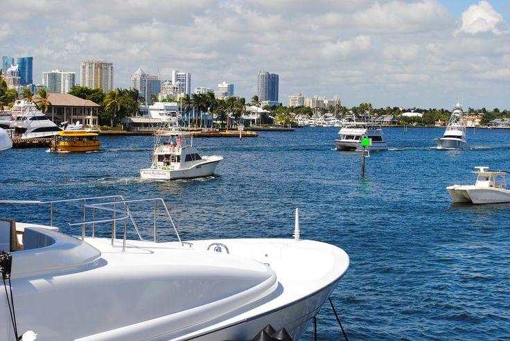 Alquila un barco este verano y disfruta de unas vacaciones únicas con tu familia o amigos. Recuerda llevar poco equipaje para estar más cómodo en el barco.