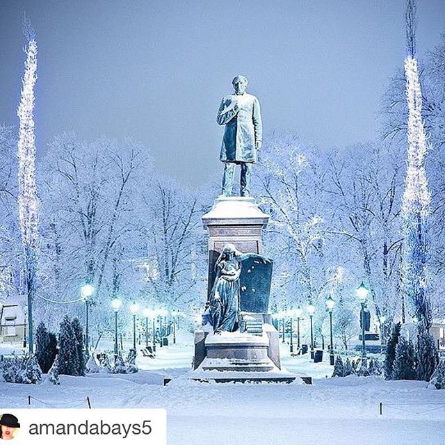 The best day photo @helsinkionline  #Repost @amandabays5 ・・・ Esplanade Park // Helsinki, Finland ❄️ #Helsinki #Suomi #2k17 #snow #lights #future #travels #Europe  #winter #cold  #beautiful  #helsinkionline