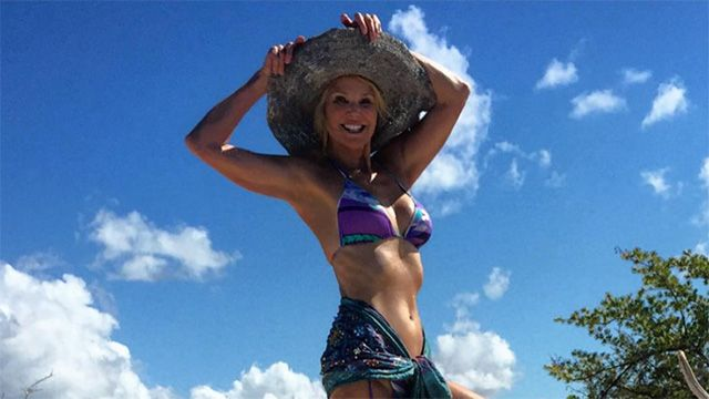 The 61-year-old model continues to stun, flaunting her flawless bikini bod in this pic from a family vacation to Parrot Cay on Nov. 23.