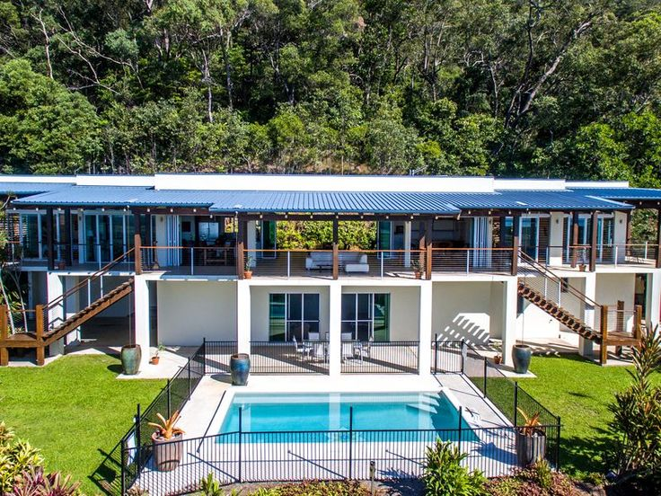 Jade Ridge Port Douglas, a Port Douglas House | Stayz 10 mins past port d. $45010 mins to Mossman. Great views. All v nice. (4nite)