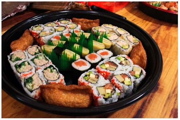Repin if you are sushi lovers! :D http://disdus.com/promo.php?i=3365 #Sushi #Japanese #Food