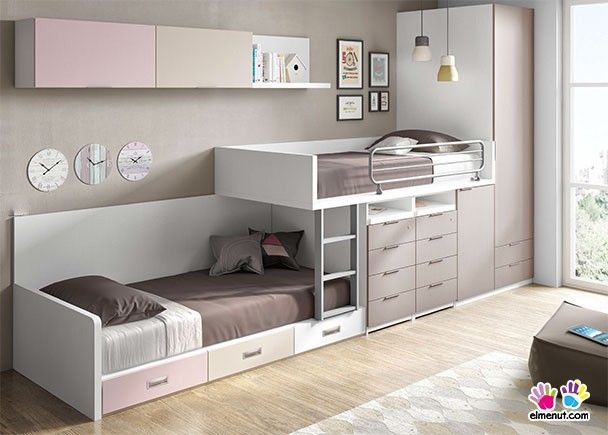 Dormitorio infantil con literas tipo tren y armario.