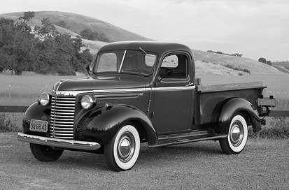 """Pickup Chevrolet de 1940, base de las primeras """"chivas""""."""
