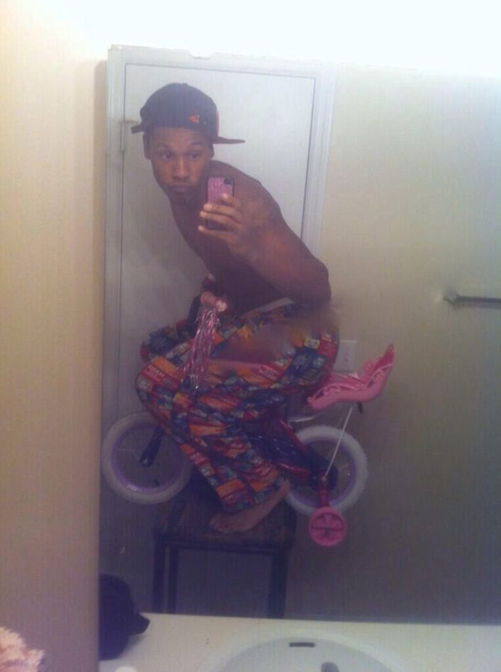 Dude Riding His Sissy Bike with Training Wheels in the Bathroom Selfie. 17 Best images about Failed Selfies on Pinterest   Epic fail