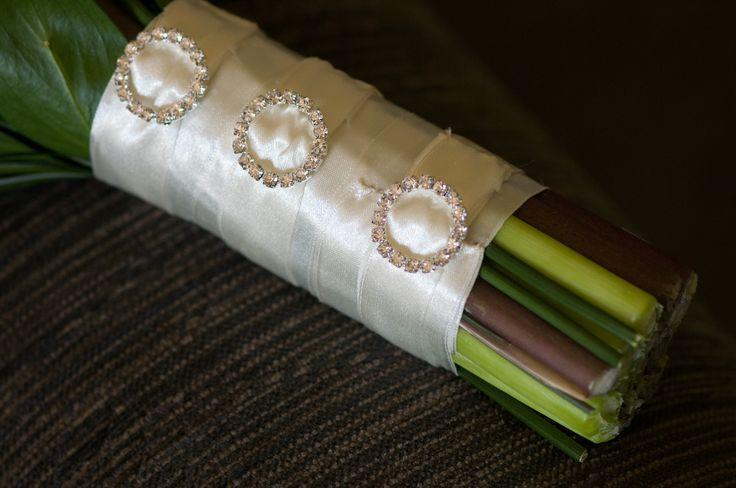 diamante buckles www.wanakaweddingflowers.co.nz/gallery/