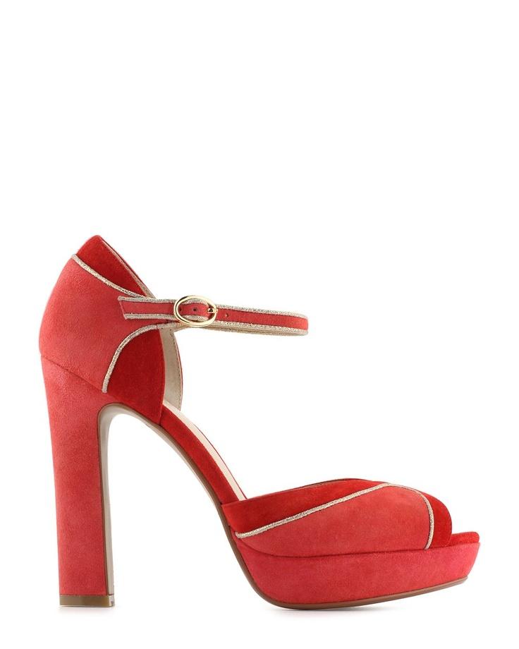 Sandales rouge et corail.