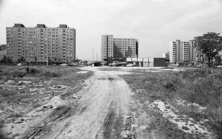 Palotaváros (Lenin lakótelep), balra a Selyem utca, jobbra a Halász utca.