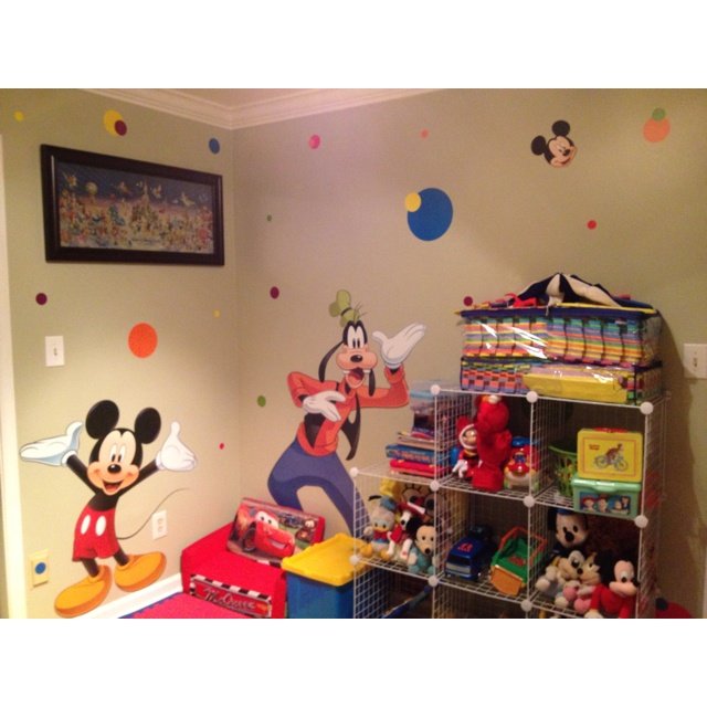 31 best images about disney themed rooms on pinterest for Disney themed bedroom ideas
