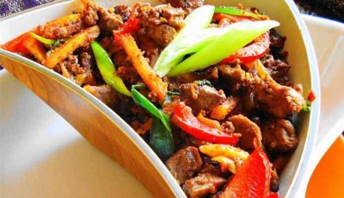 Surinaams eten – Kippenlever Sambal (sambal van kippenlever met aardappelsticks )