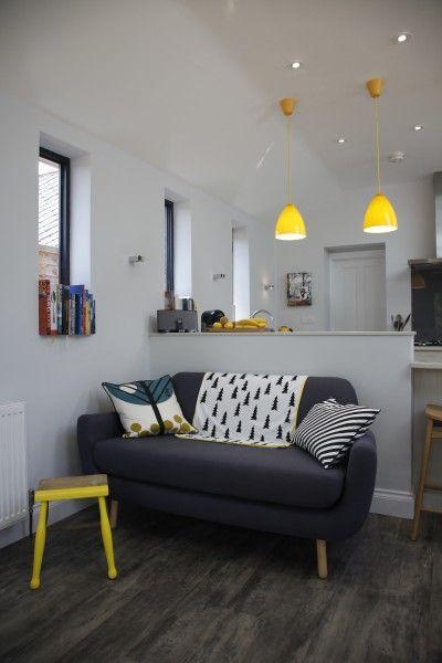 Jonah zitbank in grijs, met gele lampen | made.com