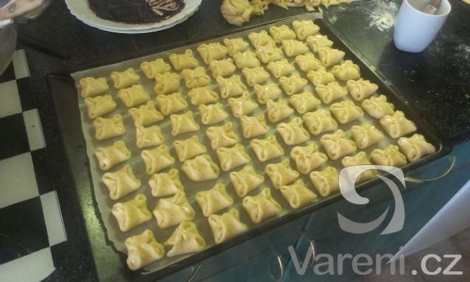 Recept Křehké svatební koláčky - Takto vypadaly před vložením do trouby.