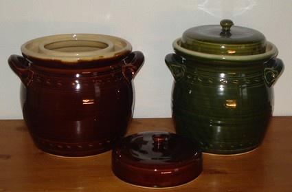 Inmaakpotten voor zuurkool van keukenkeramiek