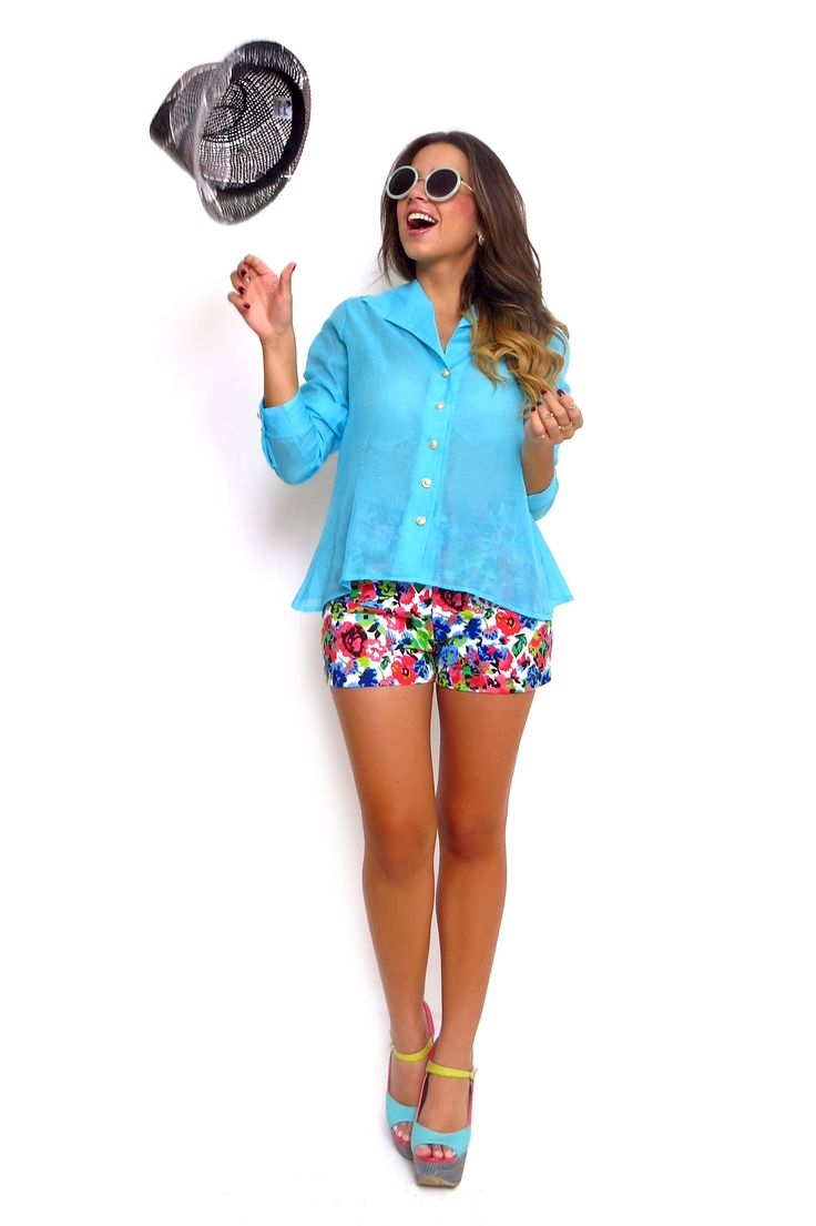 Blusa manga larga espalda cruzada y short de flores ZOCCA'S NEW COLLECTION !!! Encuentranos en nuestra tienda en linea . Ingresa a www.zocca.com.co . #clothing #fashion #eshop #tiendaenlinea #chambray #blusaazul #blusamangalarga #shortdeflores